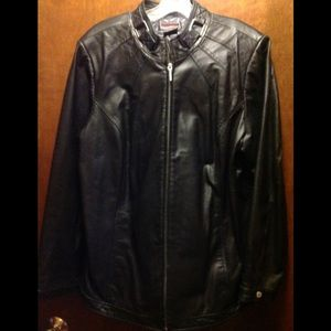 Leather jacket in black.
